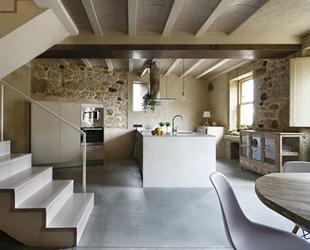 Dom arquitectura un interior design moderno per un antica for Planimetrie dell interno della casa all aperto