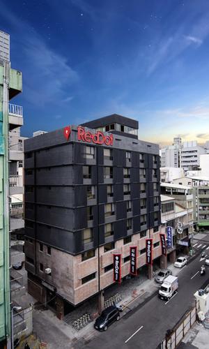 7-reddot-hotel-in-taichung-city-taiwan