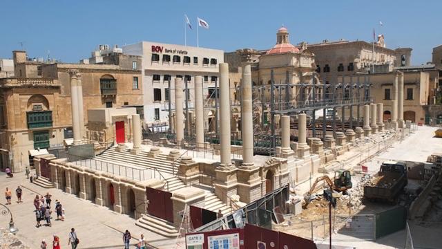 Valletta city gate progetto di renzo piano a malta il for Progetto del piano di costruzione