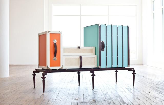 Tavolo pieghevole a valigia con sgabelli per campeggio o pic nic