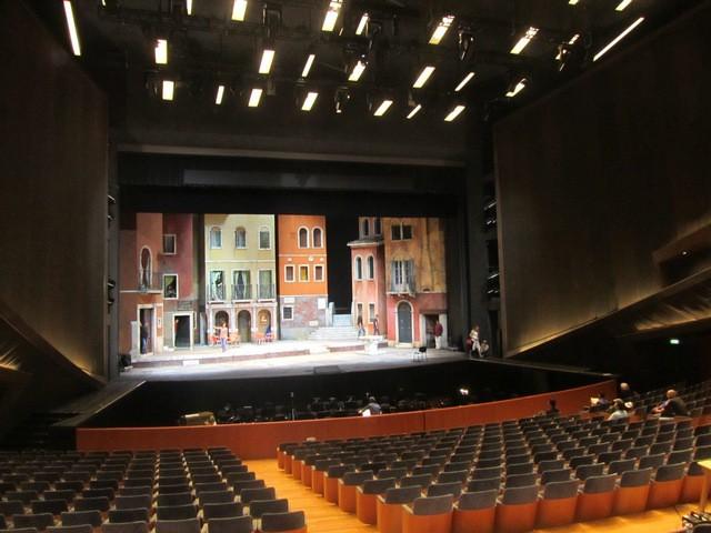 06_Vista dalla sala del palco illuminato