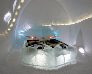 800px-Dragon_icehotel