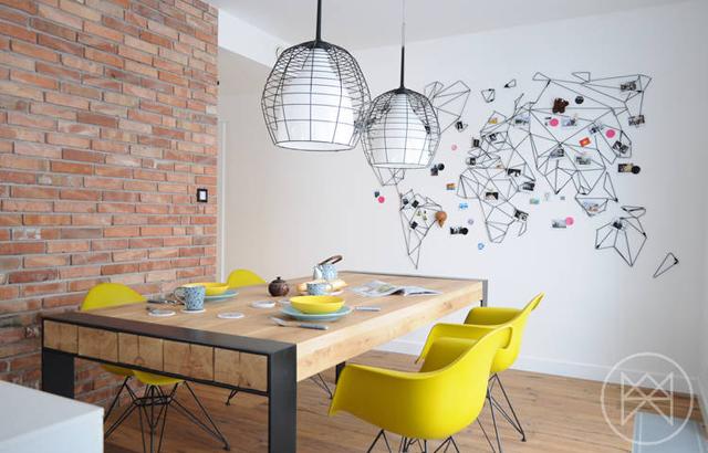 Casa a Myslowice: tra minimalismo e colori vivaci