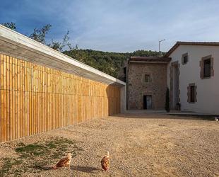 54ac82a9e58ece00ce000051_farm-surroundings-arnau-estudi-d-arquitectura_f0159_20141022_197-1000x666