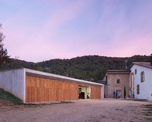 54ac82ece58ece186f00005d_farm-surroundings-arnau-estudi-d-arquitectura_f0159_20141022_247-1000x562