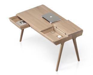 METIS desk with laptop white BG