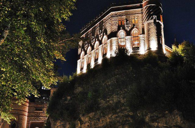 Rocchetta Mattei: luce su architettura e geometrie