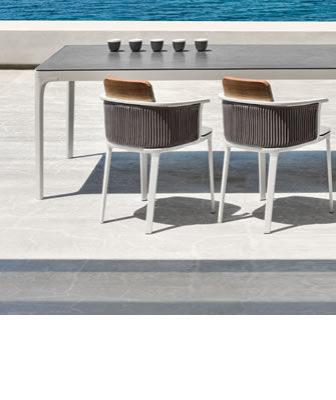 Linee grafiche e stile contemporaneo per i tavoli da giardino firmati Ethimo: arredare l'outdoor tra design e funzionalità