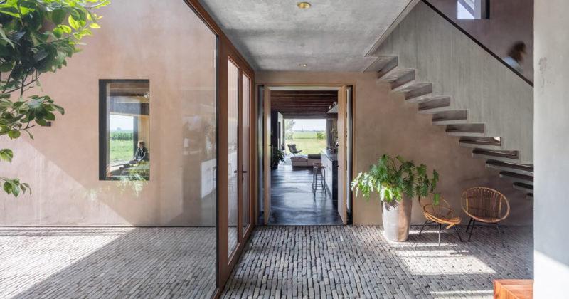FritsJurgens, l'eleganza delle porte a bilico nell'ambizioso progetto di una Fattoria-Atelier in Olanda