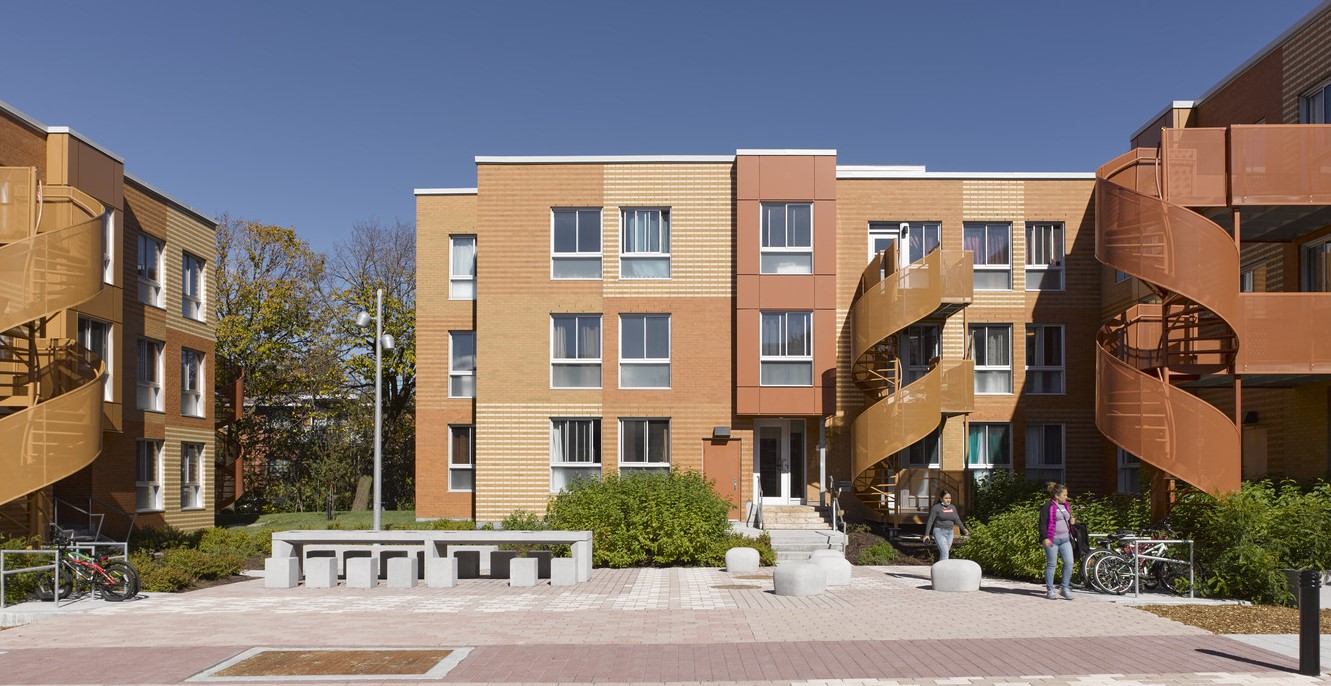 Canadá: Complejo residencial Saint-Michel Nord - Saia Barbarese Toupouzanov Architectes