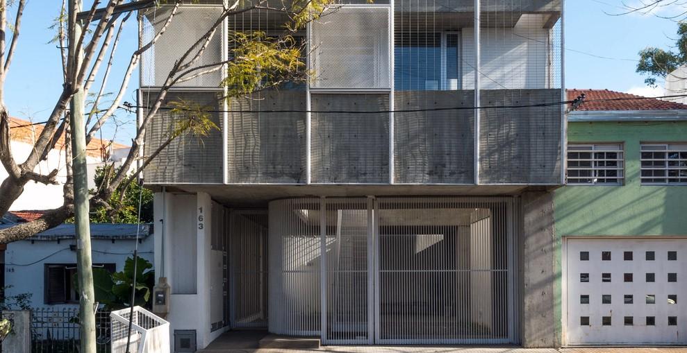 Argentina: Casas Boulevard - Paralelo Colectivo