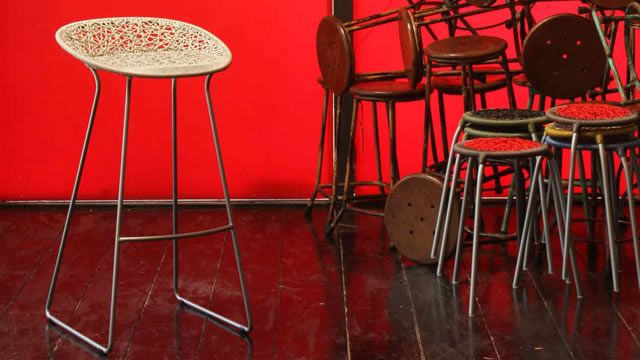 Gaga design presenta la sedia bocca e lo sgabello bar u press p a