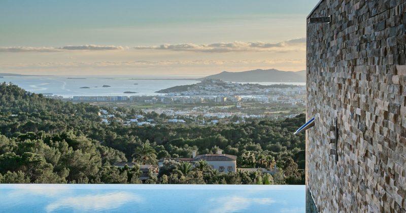 Oikos. Progetto villa residenziale a Ibiza. Con Synua.