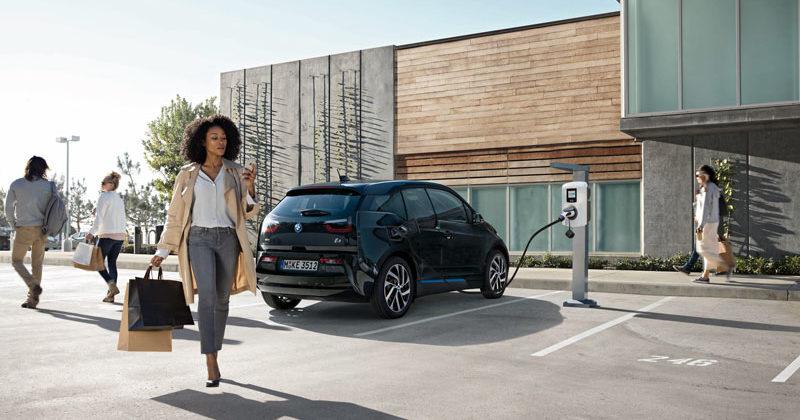 Fotovoltaico e mobilità elettrica. Viessmann e BMW lanciano le colonnine di ricarica Eve Mini